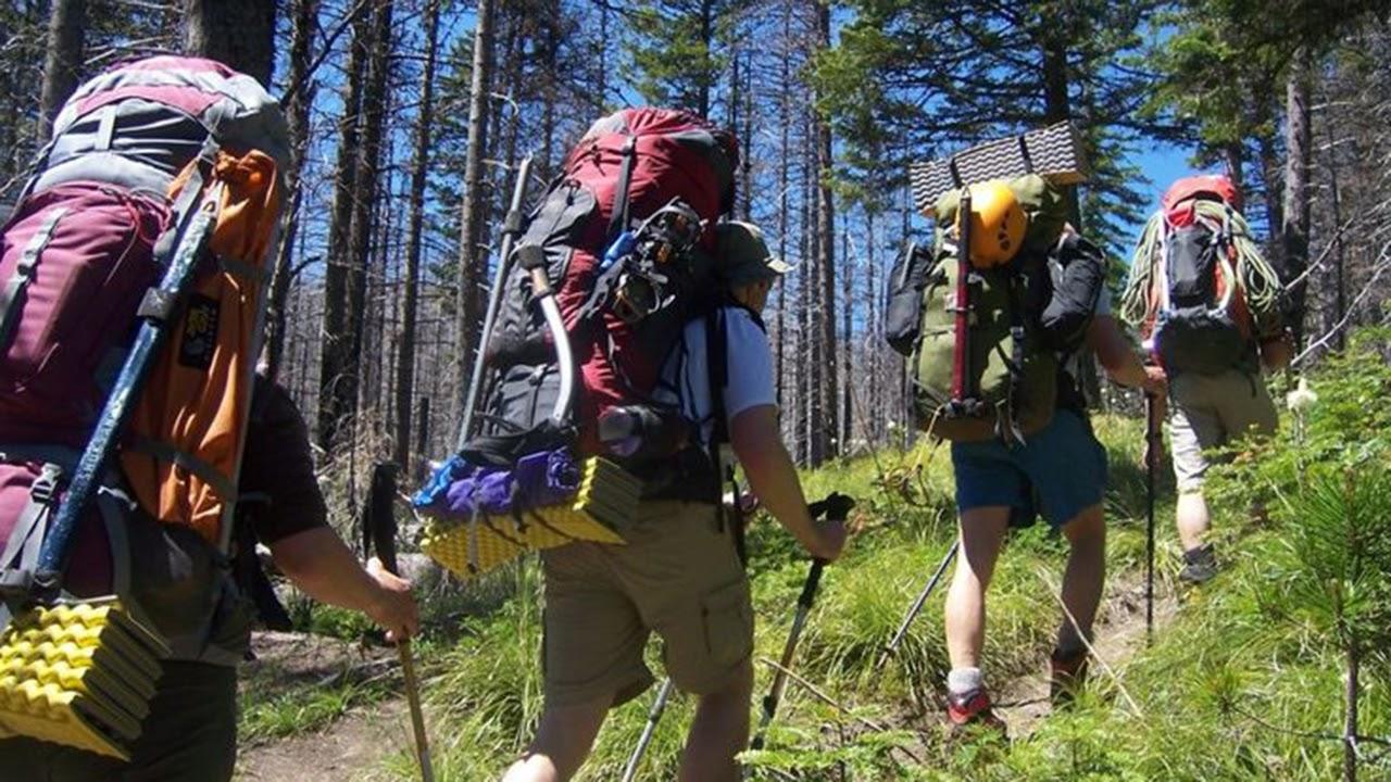 เสื้อผ้าเดินป่าสำหรับคุณผู้ชาย